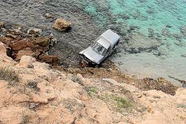 Una furgoneta cae desde 25 metros de altura y su conductora sufre heridas leves