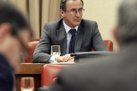 Alonso acusa al PSOE de ser «parte del problema» en los casos de corrupción