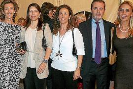 La sociedad mallorquina se reúne en el cóctel solidario de Nuevo Futuro