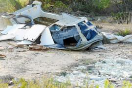 El cementerio de chatarra perdura en Port d'es Torrent