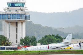 Un jet a la deriva en el aeropuerto