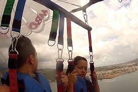 Un vídeo recoge el accidente de dos turistas practicando parasailing en Cala de Bou