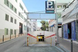 Sant Antoni instala vallas en el párking