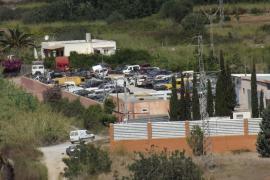 Multa de 25.000 euros por instalar un taller ilegal de vehículos al lado del río de Santa Eulària
