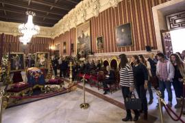Decenas de miles de ciudadanos despiden a la duquesa de Alba