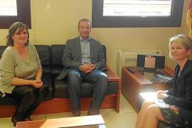 Ferrer reitera a Núria Riera la urgencia de construir una escuela en Sant Ferrán