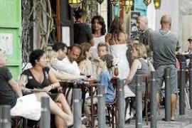 Las Pitiüses reciben hasta octubre más turistas que en todo el año pasado