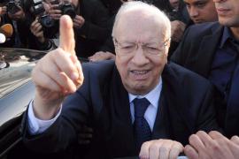 Las encuestas de las elecciones tunecinas dan como vencedor a  Essebsi