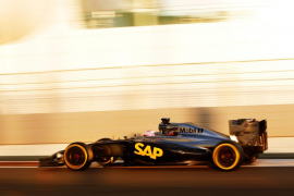 El nuevo McLaren se vuelve a quedar tirado