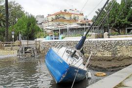 Vila señaliza las barcas varadas en Talamanca