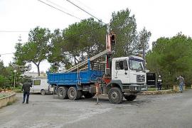 El Consell de Formentera retira 1.100 metros de cables aéreos en es Ca Marí