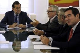 Rajoy comunica a Sánchez que no apoyará abrir la reforma de la Constitución