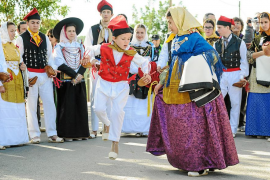 Forada honra a su patrona sin procesión pero con 'ball pagès', misa y 'orelletes'
