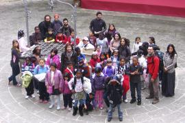 PALMA - MAS DE CINCUENTA NIÑOS INMIGRANTES PARTICIPAN EN UNA EXCURSION AL CASTILLO DE BELLVER.