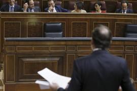 """Rajoy no ve criterio en Sánchez, para quien es el presidente """"más retrógrado"""""""