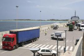 APB y Formentera firman un convenio para garantizar la seguridad en el puerto de la Savina
