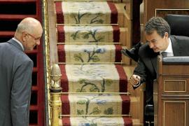 Zapatero admite que se vio obligado a modificar su política económica