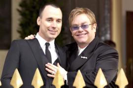 Elton John y David Furnish comparten su 'boda privada' en las redes sociales