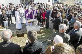 El obispo pone la primera piedra de la ampliación de la iglesia de ses Païses