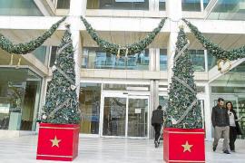Entre cestas navideñas y vales de compra para los empleados públicos