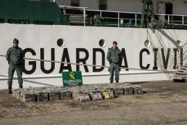 Incautados 725 kilos de coca en un narcovelero al sur de la isla de El Hierro destino Eivissa
