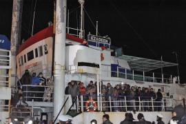 Los traficantes de inmigrantes ganan hasta cinco millones de dólares con los 'barcos fantasma'