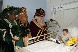 Los Reyes Magos sacan una sonrisa a los niños de Can Misses
