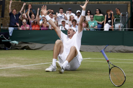 John Isner gana tras once horas el partido más largo de la historia del tenis