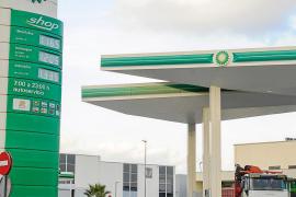 El precio de la gasolina continuará bajando en 2015 y podría llegar a 1 euro el litro en las Pitiüses