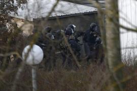 La policía asalta el supermercado y la imprenta y acaba con los terroristas