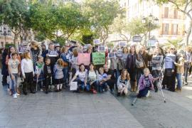 Más de 200 personas se concentran en Vara de Rey por la paz y contra el fanatismo