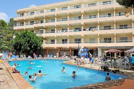El total de turistas que se aloja en hoteles baja del 59% al 56% en el último año