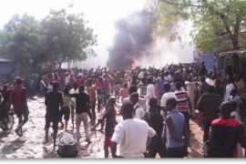 Queman 10 iglesias en Níger tras el viaje de su presidente a la manifestación de París