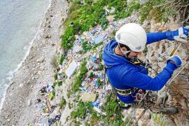Arranca la primera fase del lavado de cara del acantilado de Sa Penya