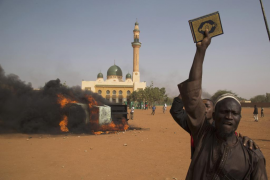 Arden más iglesias en Níger mientras los ulemas del país llaman a la calma