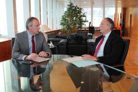 Primer encuentro entre Serra y el director insular del Estado en Pitiüses