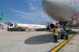 Fomento no obliga  a las aerolíneas a bajar precios por la caída del petróleo