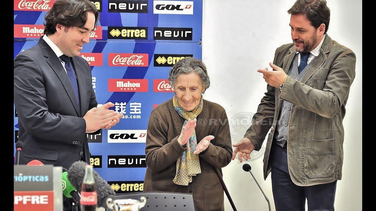 La anciana desahuciada en Vallecas cede parte del dinero recaudado por el Rayo para tratar el cáncer del portero Wilfred