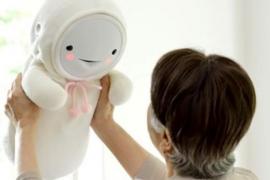 Japón diseña robots bebé para hacer compañía a los mayores que viven solos