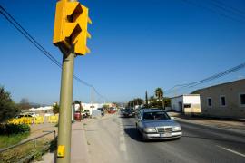 Instalan semáforos en el punto crítico de la carretera de Ca na Negreta