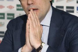 El presidente del Athletic Club, Fernando García Macua, durante la rueda de prensa