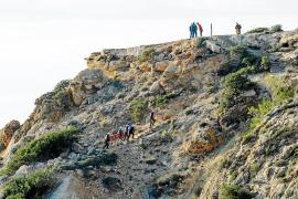 Muere una joven búlgara de 29 años tras precipitarse por un acantilado en Cala Tarida