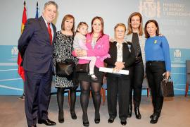 Catalina Guasch Ferrer recibe en Madrid la Medalla de Plata al Mérito en el Trabajo