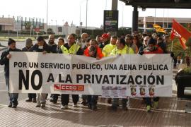 Los sindicatos convocan 27 jornadas de paro en protesta por la privatización de AENA