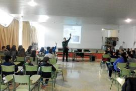 La Guardia Civil realizó más de 100 charlas en 26 colegios sobre acoso telemático