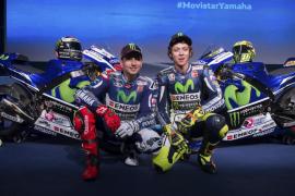 Los pilotos de MotoGP ponen a punto sus monturas en Sepang