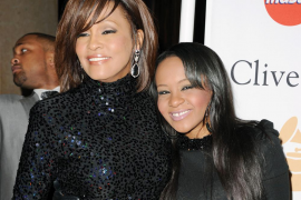 La hija de Whitney Houston, Bobbi Kristina Brown, está «luchando por su vida»