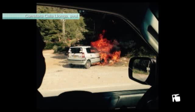 VÍDEO: Arde un vehículo en la carretera de Cala Llonga