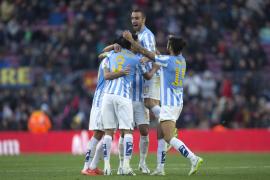 El Málaga desquicia al peor Barça del año