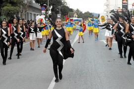 Santa Eulària se vistió de puro Carnaval
